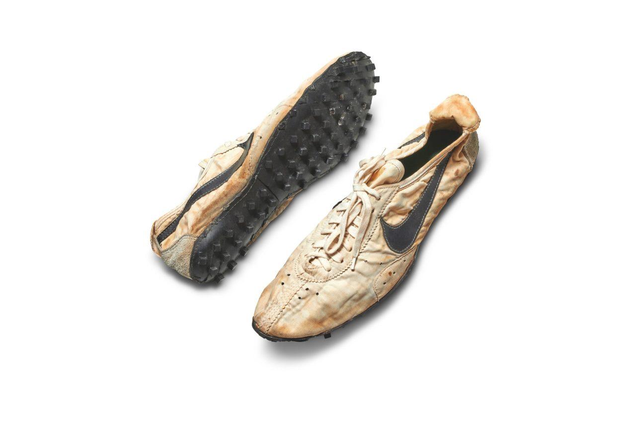 nike-moon-shoe-sothebys-0001-bty-pair