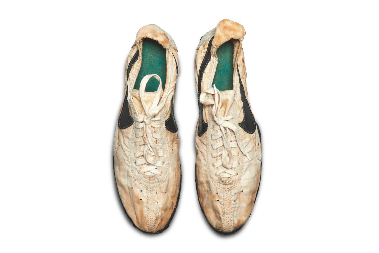 nike-moon-shoe-sothebys-0002-top-pair