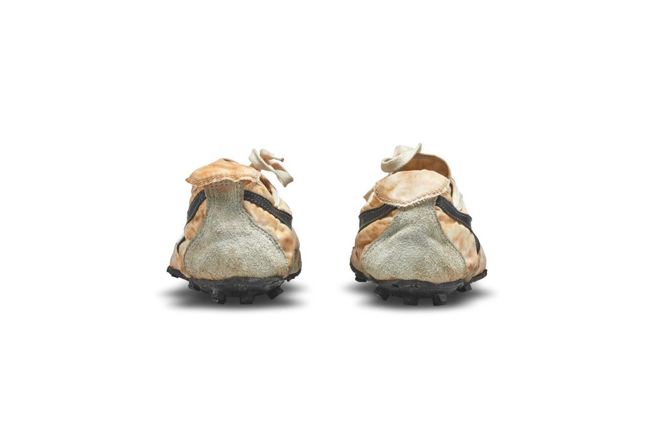 nike-moon-shoe-sothebys-0005-hel-pair
