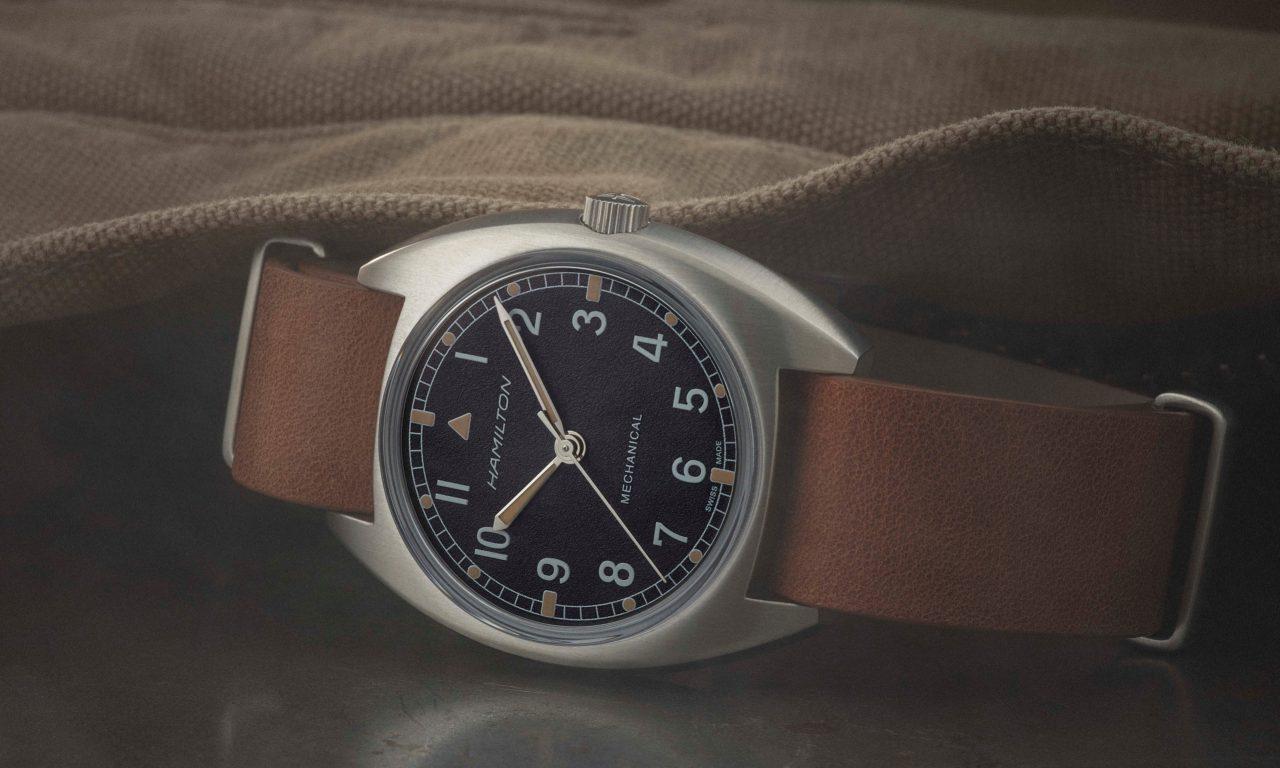 H76419531_Khaki Pilot Pioneer Mechanical_lifestyle2