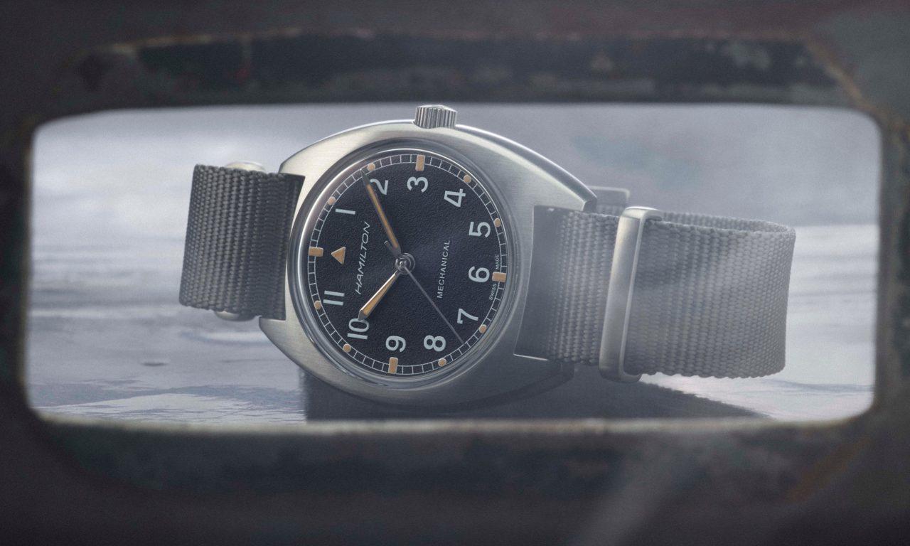 H76419931_Khaki Pilot Pioneer Mechanical_lifestyle3