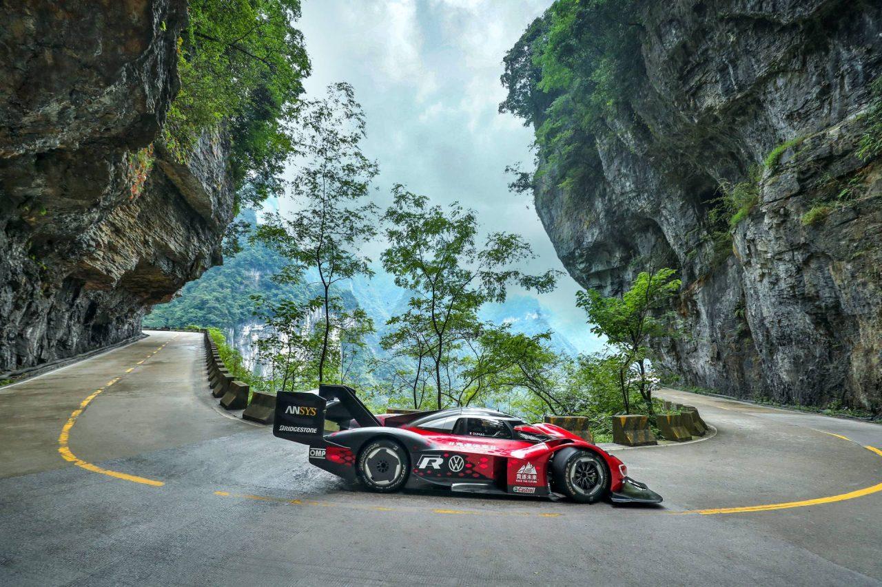 VW-ID.R-electric-race-car-4