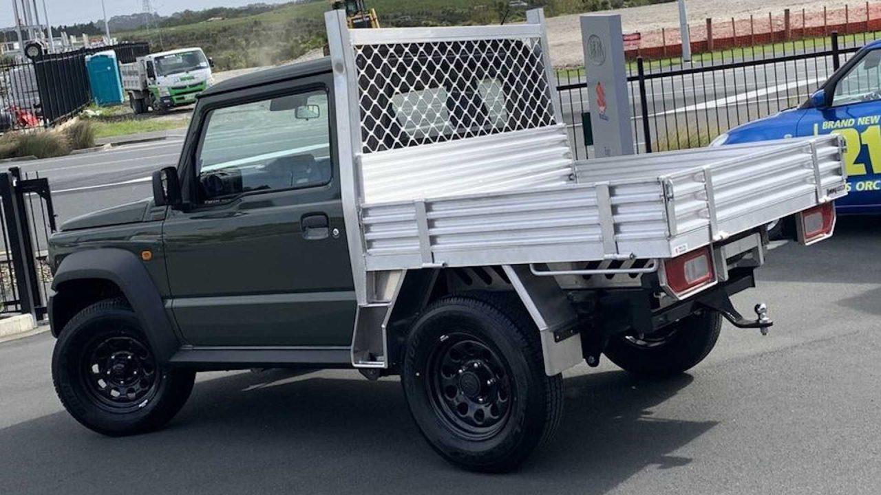 suzuki-dealer-selling-adorable-jimny-trucks (6)