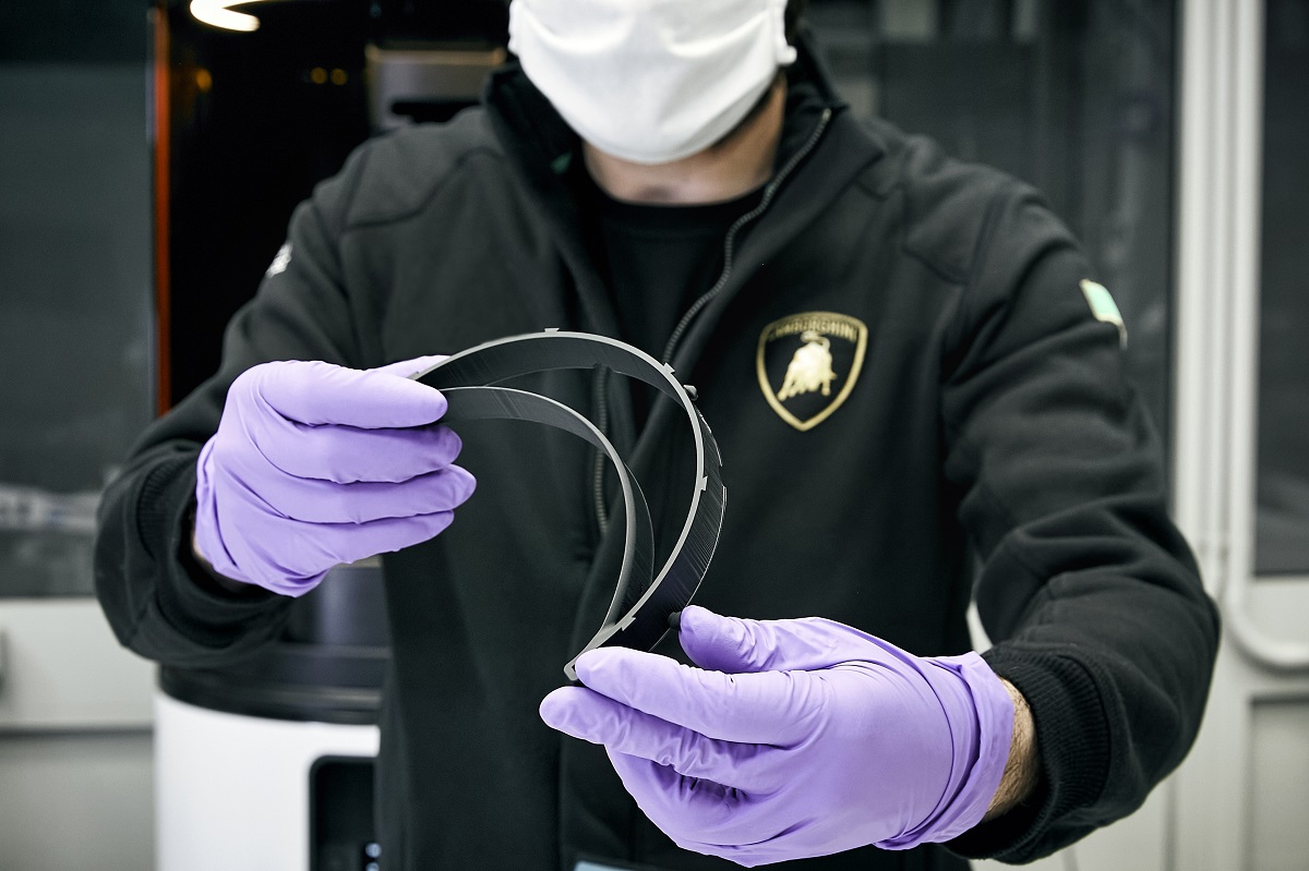 05_Lamborghini Starts Production of Surgical Masks and Medical Shields with 3D Printing