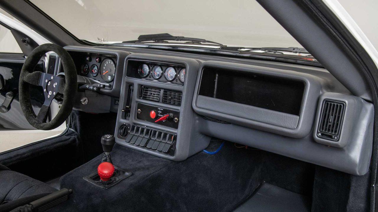 1986-ford-rs200-evolution-dash