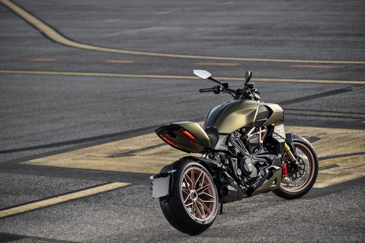 Ducati-Diavel-1260-Lamborghini-10