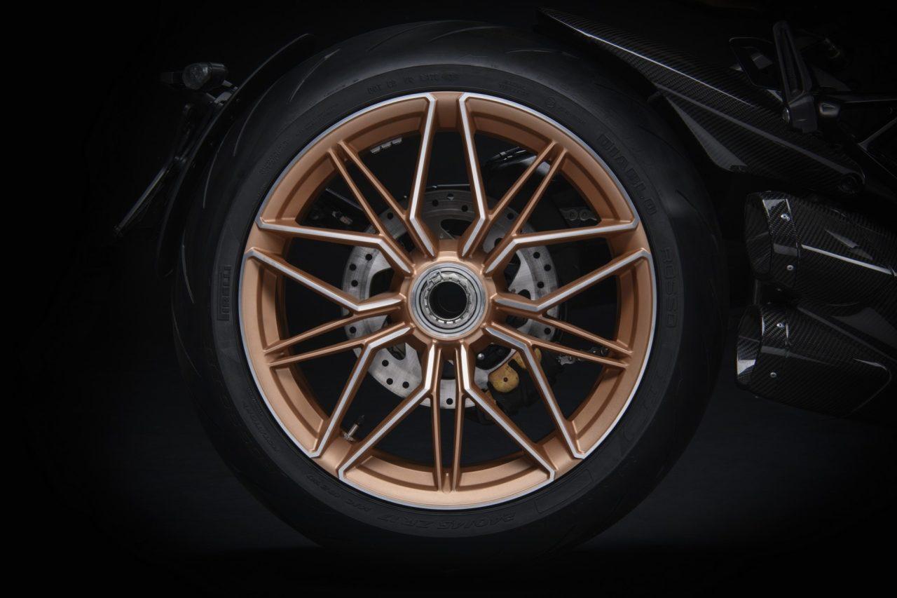 Ducati-Diavel-1260-Lamborghini-5