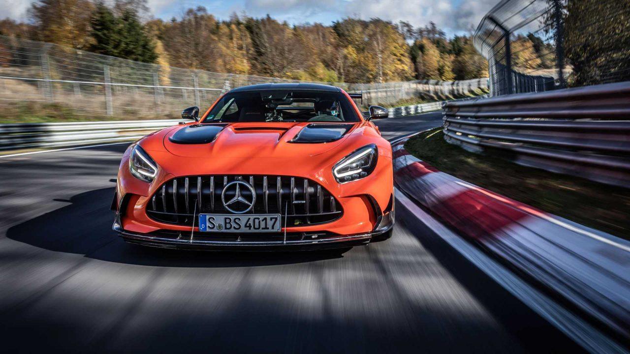 mercedes-amg-gt-black-series-on-track-during-nurburgring-record-run (1)