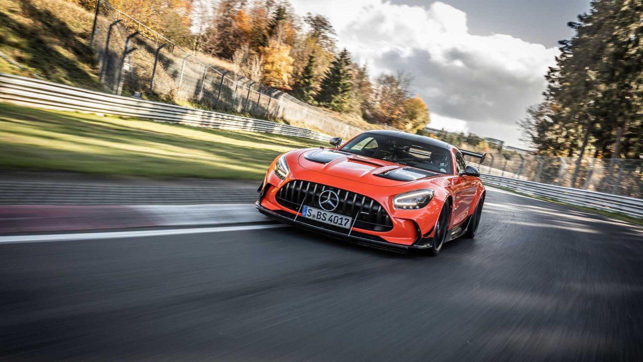 mercedes-amg-gt-black-series-on-track-during-nurburgring-record-run (2)