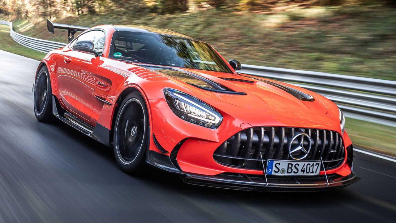 mercedes-amg-gt-black-series-on-track-during-nurburgring-record-run (3)
