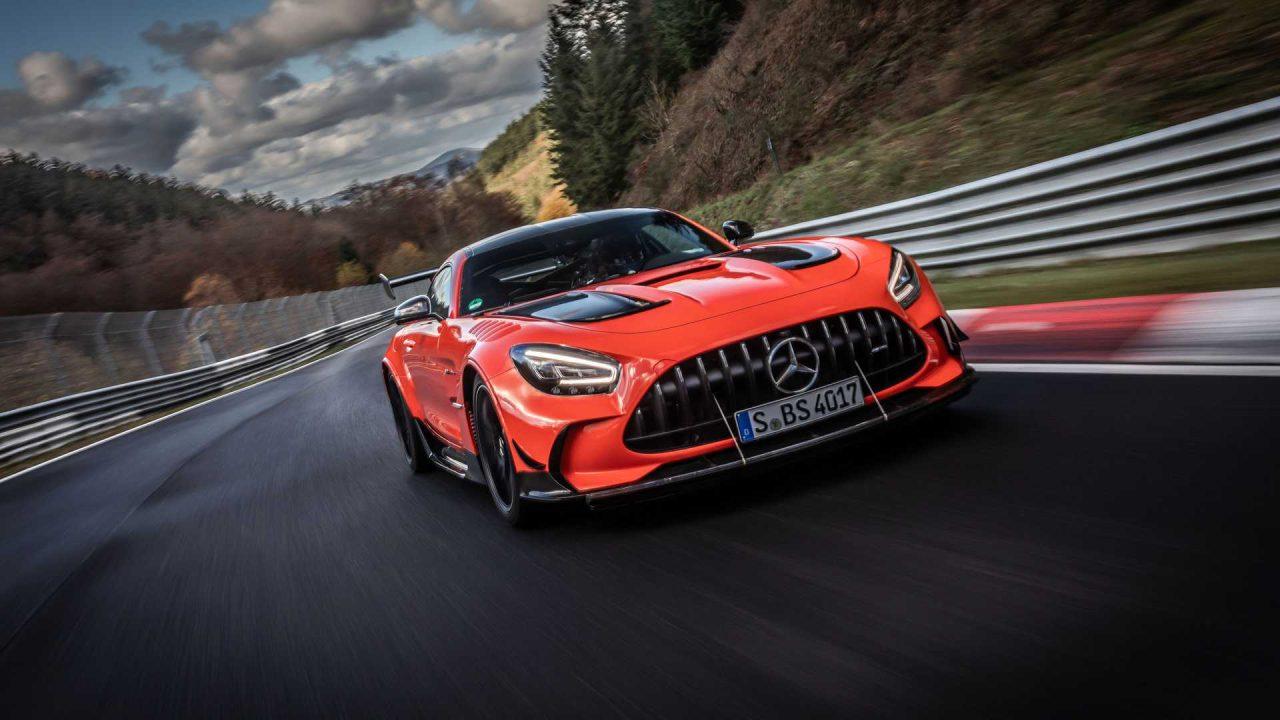 mercedes-amg-gt-black-series-on-track-during-nurburgring-record-run (6)