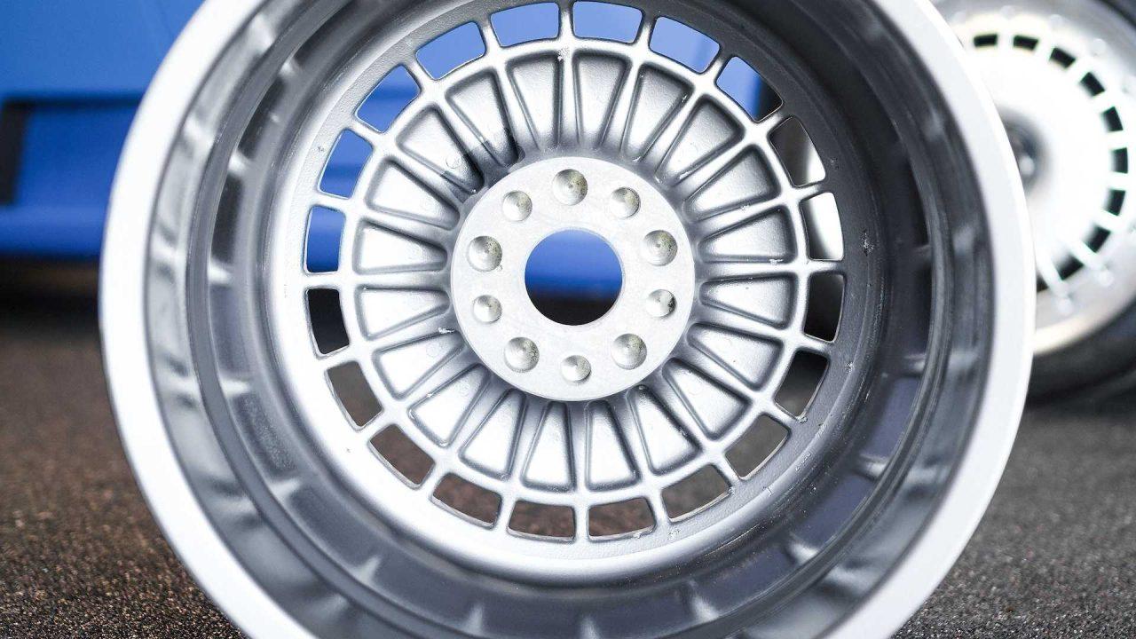 original-bugatti-eb110-gt-bbs-wheels-up-for-auction (2)