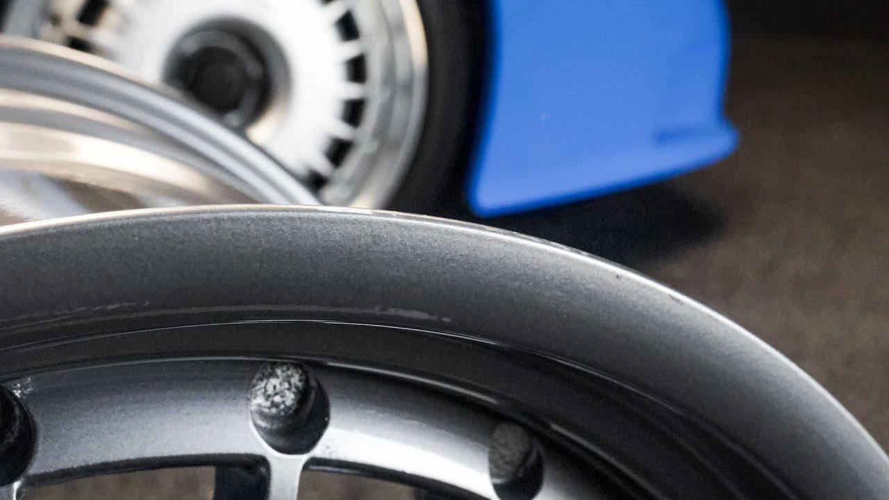 original-bugatti-eb110-gt-bbs-wheels-up-for-auction (4)