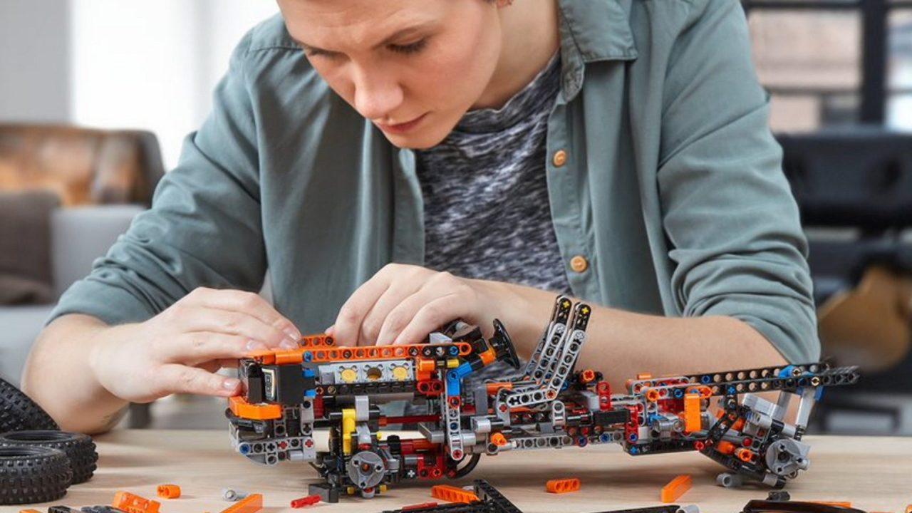 2021-Ford-F-150-Raptor-LEGO-3