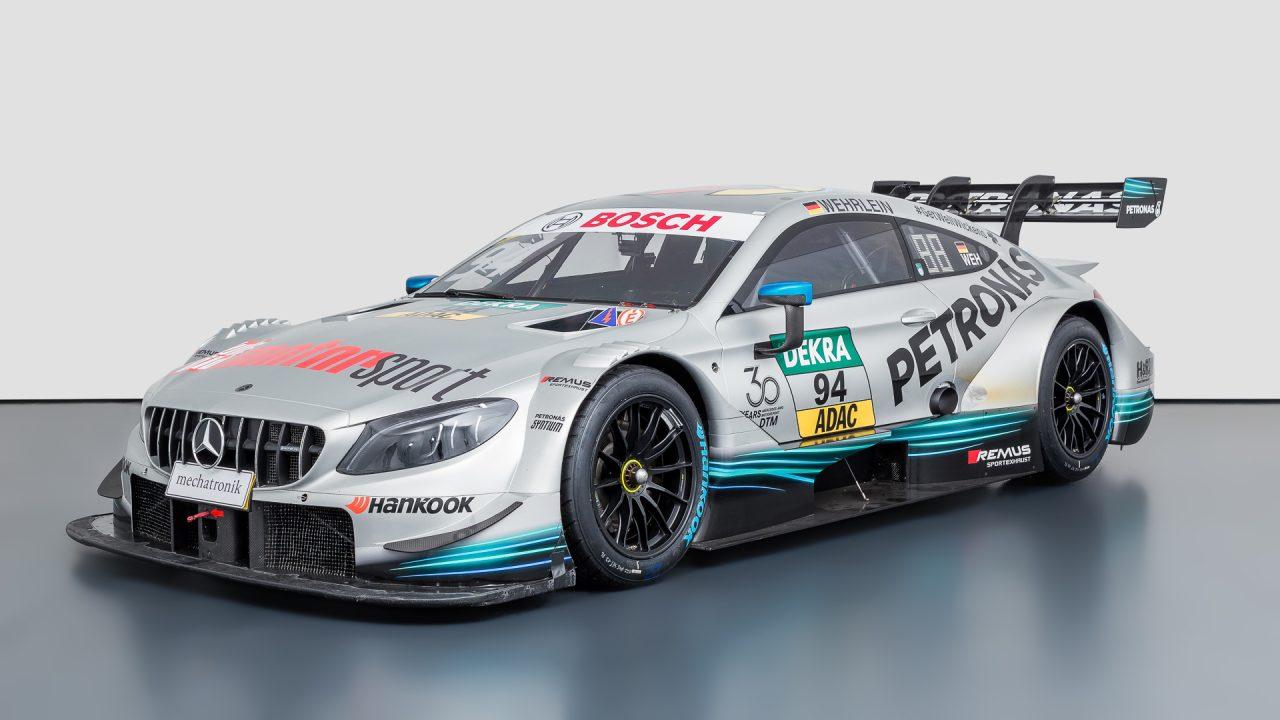 Mercedes-Benz_C63_DTM-2