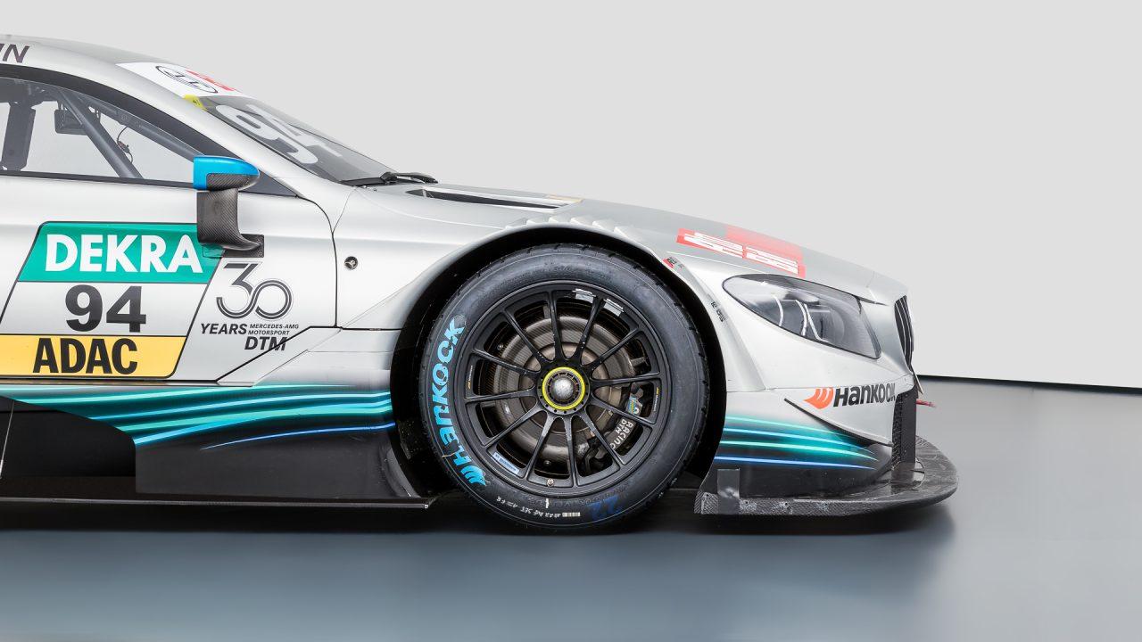 Mercedes-Benz_C63_DTM-8